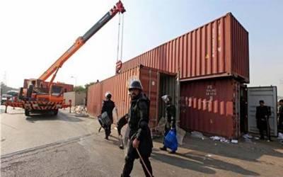 کراچی: کنٹینرز ہٹا کر بند راستوں کو کھول دیا گیا