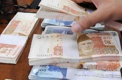 پاکستانی روپے کے مقابلے میں امریکی ڈالر کی قدر میں مزید کمی