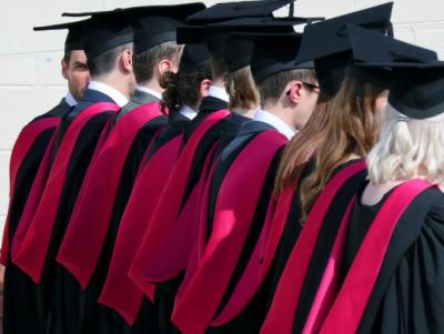 برطانیہ میں طلبا کو کام کرنے کی اجازت دینے کا فیصلہ