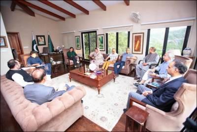 وزیر اعظم عمران خان سے وزیر صحت ڈاکٹر یاسمین راشد کی ملاقات