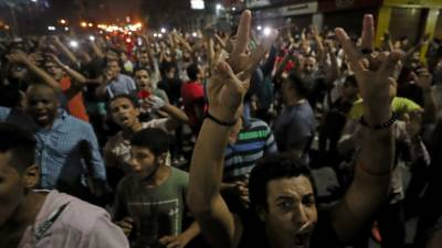 مصر: سیکورٹی فورسز اور حکومت مخالف سینکڑوں مظاہرین کے درمیان جھڑپیں