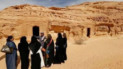 سعودی عرب نے تاریخ میں پہلی مرتبہ سیاحتی ویزوں کا اجراء کردیا۔