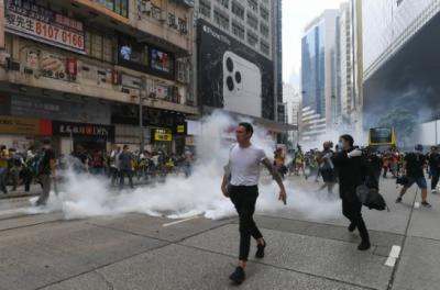 ہانگ کانگ میں چین کی حمایت اور مخالفت میں الگ، الگ ریلیاں