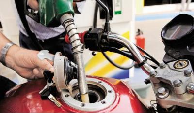 وفاقی حکومت کا پیٹرولیم مصنوعات کی قیمتیں برقرار رکھنے کا فیصلہ