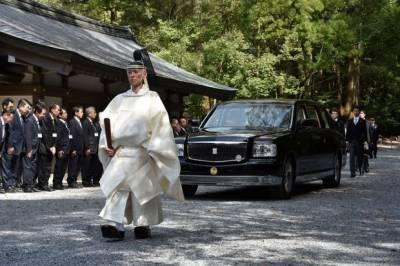 جاپان کی شاہی پریڈ کے لیے استعمال کی جانے والی گاڑی کی نمائش