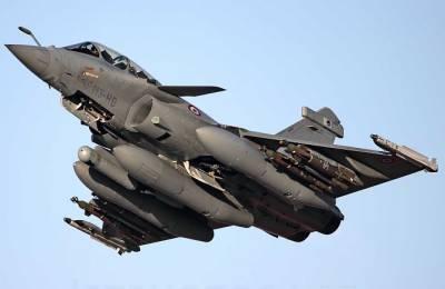 بھارت نے فرانس سےپہلا خطرناک رافیل لڑاکا طیارہ حاصل کرلیا۔