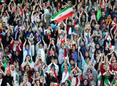 ایرانی خواتین پر اسٹیڈیم جاکر میچ دیکھنے کی پابندی 40 سال بعد ختم کردی گئی