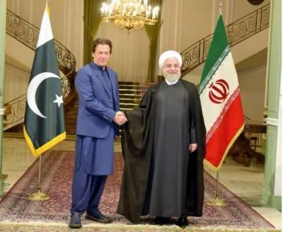 وزیراعظم عمران خان کی تہران میں ایران کے صدر کے ساتھ ملاقات