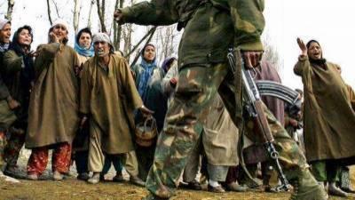 بھارتی دہشتگرد فوج کے ہاتھوں شہید ہونے والے 3 کشمیری نوجوانوں کو سپردخاک کر دیا گیا۔
