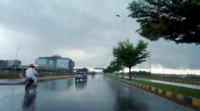 لاہور، اسلام آباد سمیت ملک کے مختلف علاقوں میں بارش،موسم سرما کی آمد