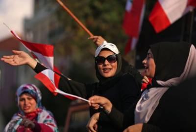 لبنان کے دارالحکومت میں ایرانی لیڈروں کی حمایت میں نعرے لگ گئے۔
