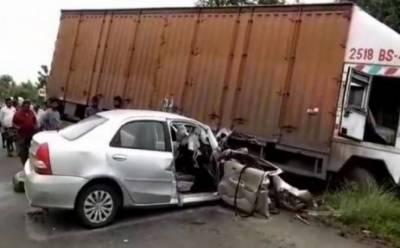 کراچی: بس کی گاڑی کو ٹکر، 2افراد جاں بحق،4زخمی