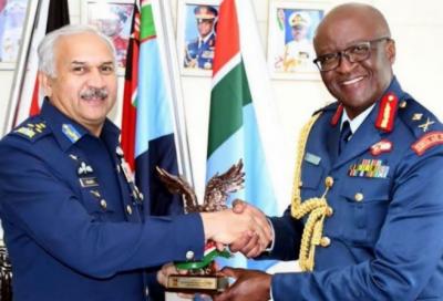 پاک فضائیہ کے سربراہ ایئر چیف مارشل مجاہد انور خان کی کینیائی ہم منصب سے ملاقات