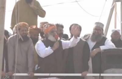 عمران خان کو استعفیٰ دینا ہی ہوگا،ہم سے این آر او لینے آپ کی ٹیم آئے گی:مولانا فضل الرحمان