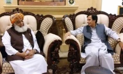 مذاکراتی کمیٹی نے پرویز الٰہی کو فضل الرحمان سے بات چیت کا مکمل اختیار دے دیا