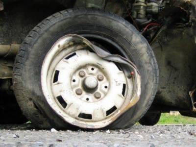 خانیوال: مسافر بس اور ٹرک میں خوفناک تصادم، 4 افراد جاں بحق، 17 زخمی
