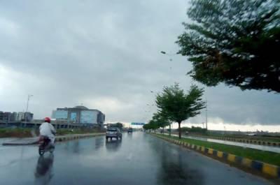 لاہور سمیت ملک کے مختلف شہروں میں بارش، سردی کی شدت میں اضافہ