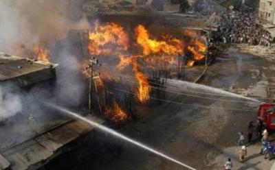 کراچی:ٹمبر مارکیٹ میں آگ بھڑک اٹھی
