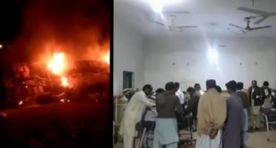 بنوں سے کراچی جانے والی مسافر بس گھو ٹکی کے قریب الٹ گئی، 3 افراد جاں بحق، 10 زخمی