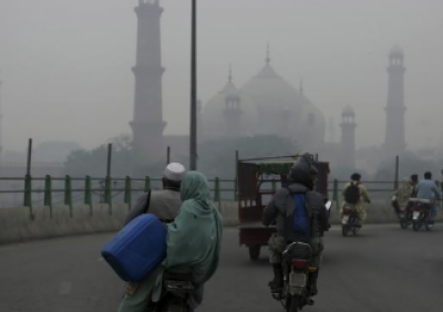 لاہور میں شدید اسموگ، فضائی آلودگی میں پہلے نمبر پر آگیا