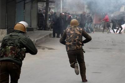 مقبوضہ کشمیر: بھارتی فورسز نے کالے قانون کے تحت 2 بیگناہ نوجوانوں کو گرفتار کر لیا