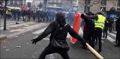 پنشن قوانین کے خلاف فرانس بھر میں لاکھوں افراد کا احتجاج