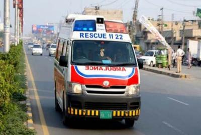 تلہ گنگ :مسافربس اور ٹرالر میں تصادم ،4افراد جاں بحق