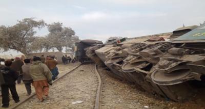سرگودھا میں نشتر آباد کے قریب مسافر ٹرین کی زد میں ڈمپر آگیا ہے