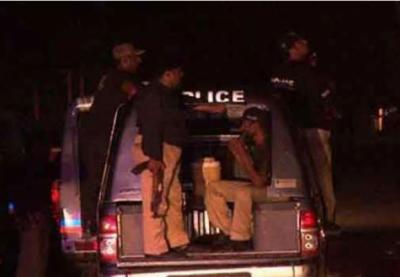 کراچی : نامعلوم افراد نے پولیس موبائل پر فائرنگ کردی، ملزمان فرار