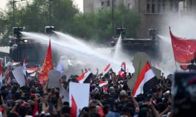 بغداد میں پولیس اور مظاہرین کے درمیان خونی جھڑپیں