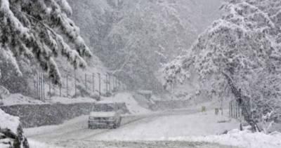 مقبوضہ کشمیر میں برف باری جاری،متعدد مقامات پر آمد و رفت متاثر