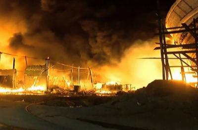 کراچی :فش ہاربر پر ہوٹل میں خوف ناک آتش زدگی، 9 لانچیں جل گئیں
