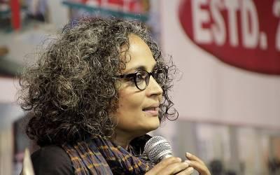 شہریت کے متنازعہ قانون کیخلاف احتجاج نے مودی حکومت کا متعصبانہ اور فسطائی چہرہ بے نقاب کردیا۔ بھارتی مصنفہ