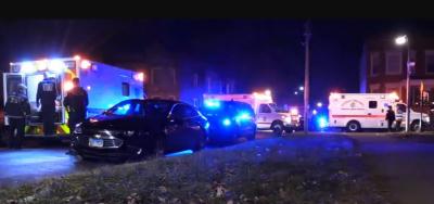 امریکی ریاست شکاگو کے گھر میں سالگرہ کی تقریب کے دوران فائرنگ کا واقعہ پیش آیا جس کے نتیجے میں 13 افراد زخمی ہوئے جنہیں اسپتال منتقل کردیا گیا۔