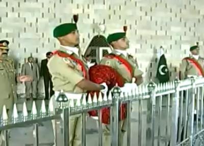بانی پاکستان محمد علی جناح کے یوم پیدائش کے موقع پر مزار قائد پر گارڈز کی تبدیلی کی پروقار تقریب منعقد ہوئی۔