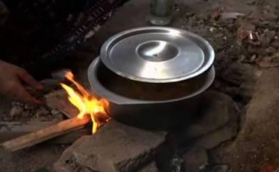 ملک کا معاشی حب گیس سے محروم، شہری لکڑیوں پر کھانا پکانے پر مجبور