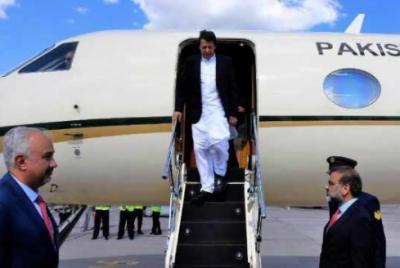 وزیر اعظم نے رات پشاور میں گزاری، صوبائی وزرا کے قلمدانوں میں رد و بدل کا امکان