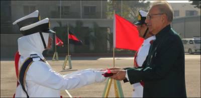 پاک بحریہ ملکی بحری سرحدوں کے تحفظ میں بھرپور کردار ادا کر رہی ہے: صدر مملکت