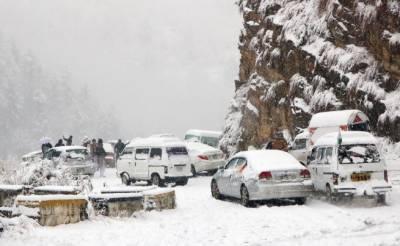 خیبر پختونخوا اور بلوچستان کے مختلف علاقوں میں بارش اور برفباری، سردی بڑھ گئی