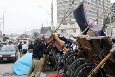 کراچی میں غیرقانونی تجاوزات کے خلاف نائٹ آپریشن، کئی اسٹالز اور پتھارے ہٹا دیئے گئے