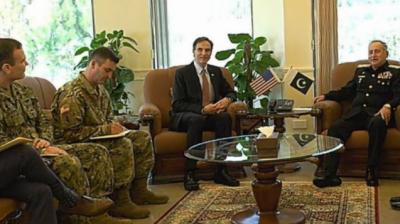 امریکی سفیرپال ڈبلیو جونز کی نیول ہیڈ کوارٹرز آمد