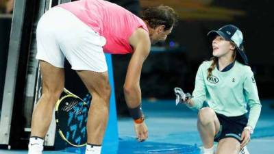 ٹینس اسٹار رافیل نڈال نے لڑکی کے سر پر گیند دے ماردی
