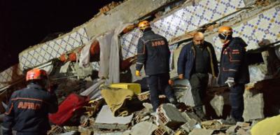 ترکی : زلزلے کے جھٹکے ، متعدد عمارتیں زمین بوس،19افراد جاں بحق ،750زخمی، 30 لاپتہ