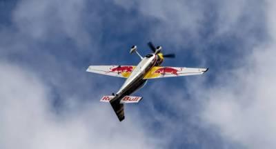 کرتب دکھانے والا طیارہ قلابازیاں کھاتا ہوا گر کر تباہ، 3 افراد ہلاک