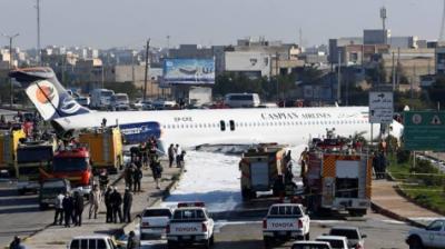 ایران:پائلٹ نے مسافر طیارے کو سڑک پر اتار دیا