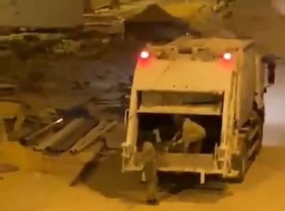 سعودی عرب،صفائی کا عملہ چوری کرتے ہوئے رنگے ہاتھوں گرفتار، ویڈیو وائرل