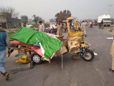 سیالکوٹ :ٹریکٹرٹرالی اور رکشہ میں ٹکر، تین سالہ بچی اور والدہ جاں بحق، چھ شدید زخمی