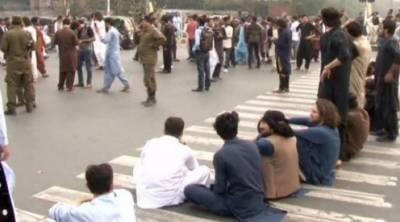 لاہور: : پنجاب یونیورسٹی میں دو گروپوں کے درمیان جھگڑا، کئی طلبا اور گارڈز زخمی