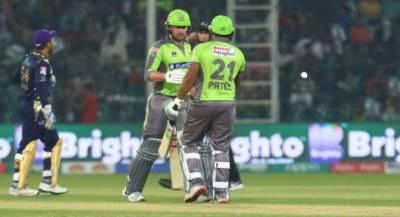 پی ایس ایل: لاہور قلندرز کا کوئٹہ گلیڈی ایٹرز کو جیت کے لیے 210 رنز کا ہدف دیدیا