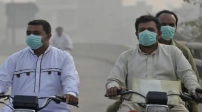 پشاور میں ماسک پہننے والوں کی تعداد میں اضافہ ، ماسک دستیاب نہ ہونے کی وجہ سے شہریوں کو مشکلات کاسامنا